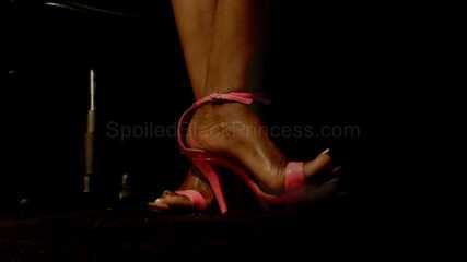 Sexy long toenails in high heels