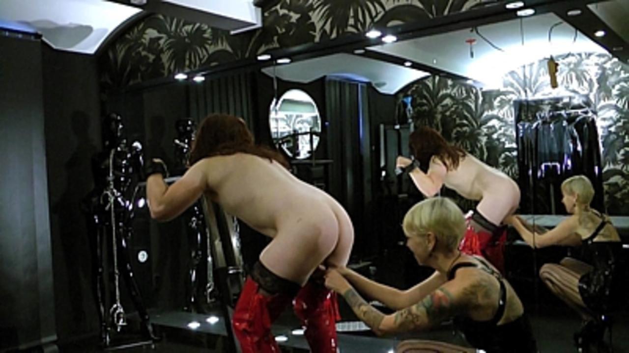 Under her Ass - Ausbildung zur Gummi Schlampe