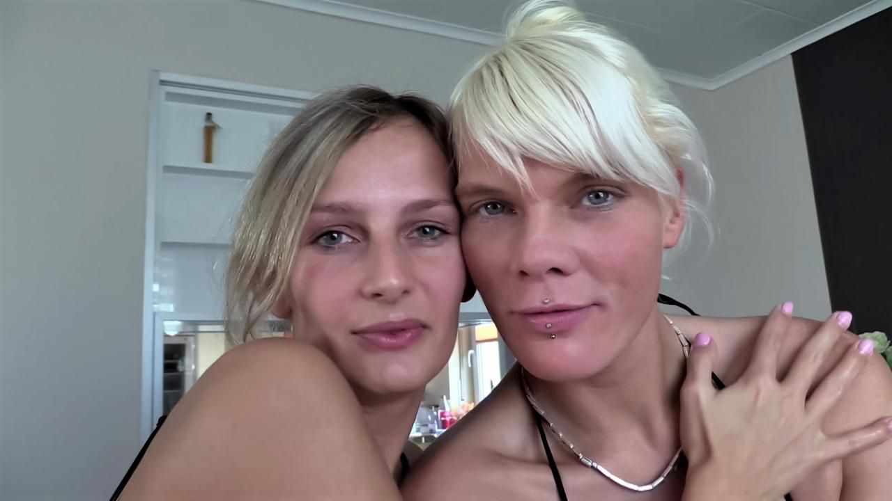 Hot lesbian games with Jenny Smart