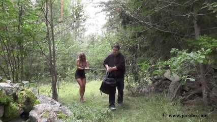 Schlampe Tief Im Wald Gefickt