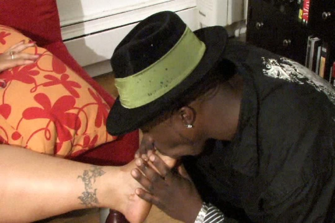 Foot Submission in Huge Freaks Unleashed