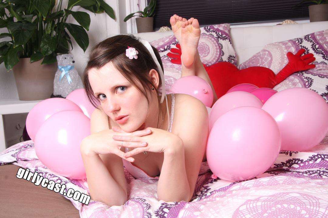 Sweet Teen Jennin first Nude & Balloon Shooting