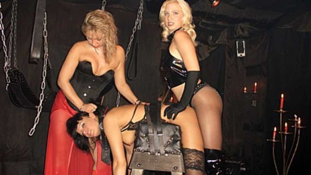 La Femme Fatale - 3 Ladies Play