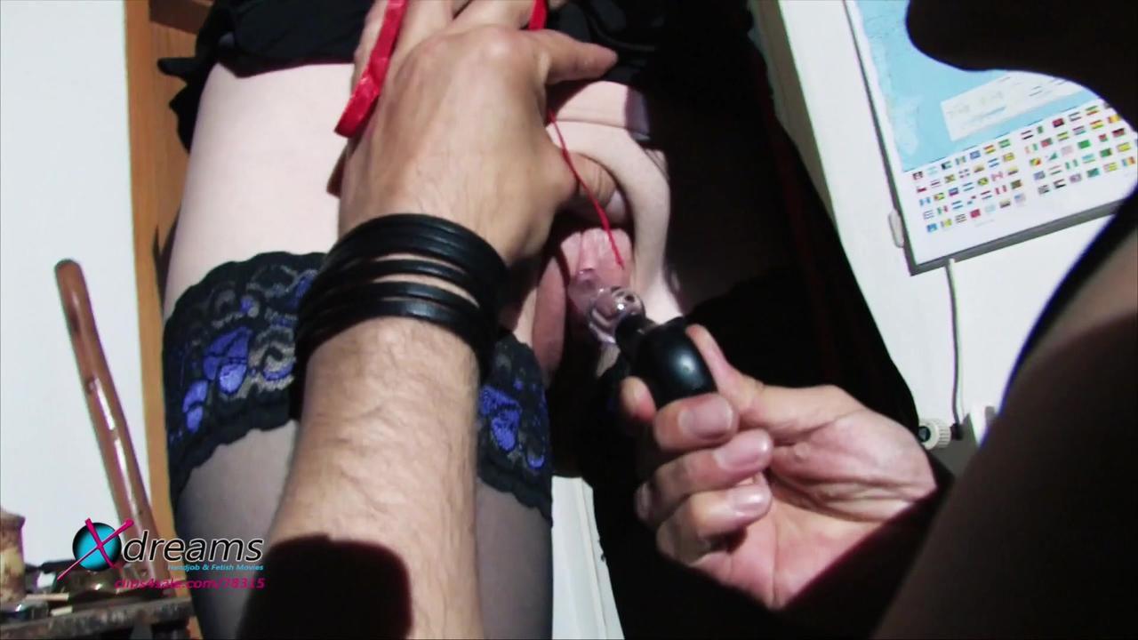 Yasemin wird an die Decke gekettet