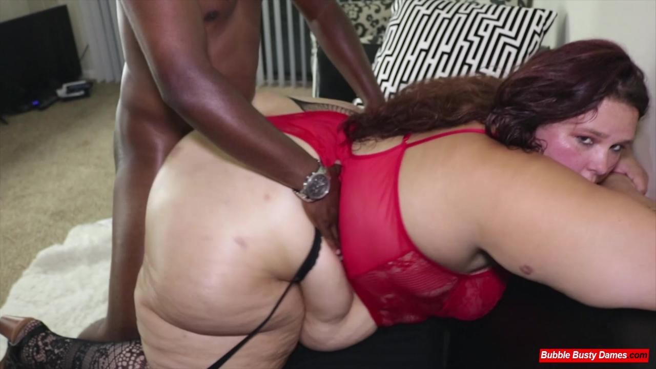 BIG LUSCIOUS DIVAS - STRAWBERRY CAKES Clip 3