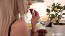 Candie Cross S01E07 - Candie Cross And The Forbidden Fruit: Dick Or Banana?