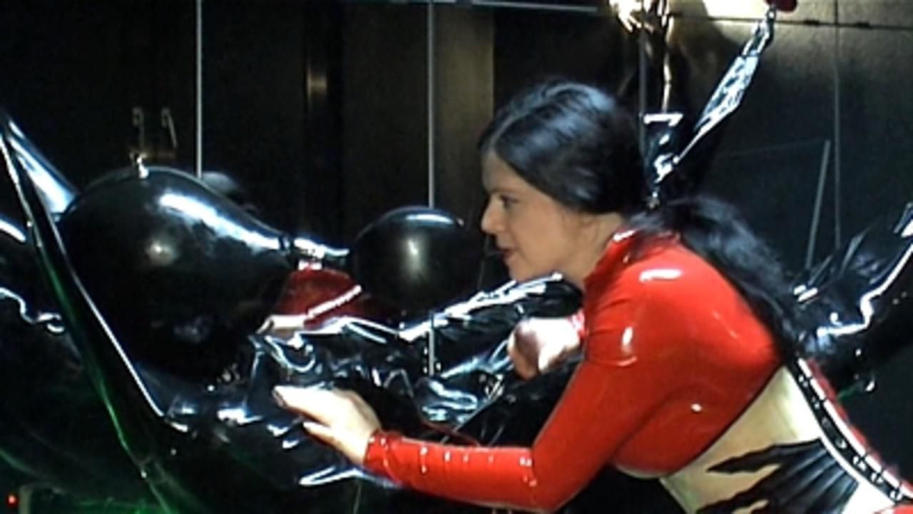 Lady Isis - Rubber Mumification Part1