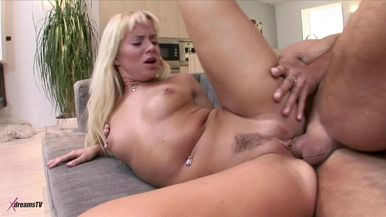 Cindy Dollar - Lustvolles Paar und das Verlangen nach Analsex - Episode 3
