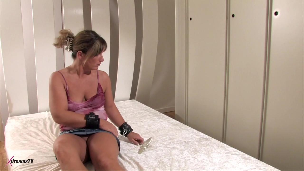 Alexandra - Masturbationsspiele im Schlafzimmer