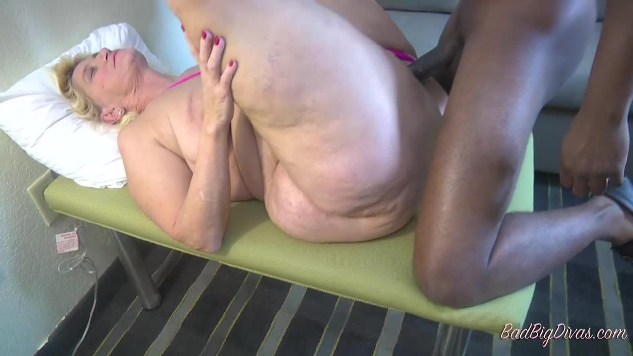 MASSIVE ASS PRYING - AMBERCONNERS Clip 4