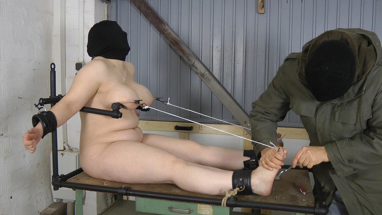 Nippel und Fuss Torture
