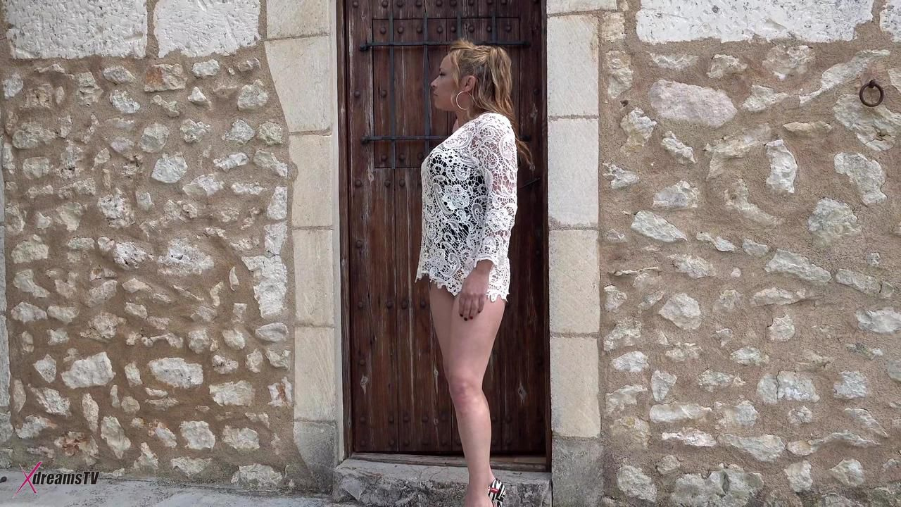 Sara May Will Pay Her Vacation By Given Hand- & Blowjobs