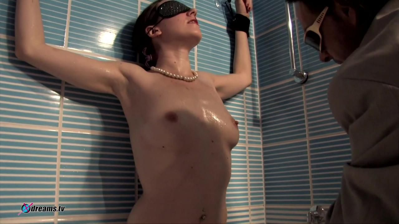 Yasemin Submissive Slave Games In The Bathroom