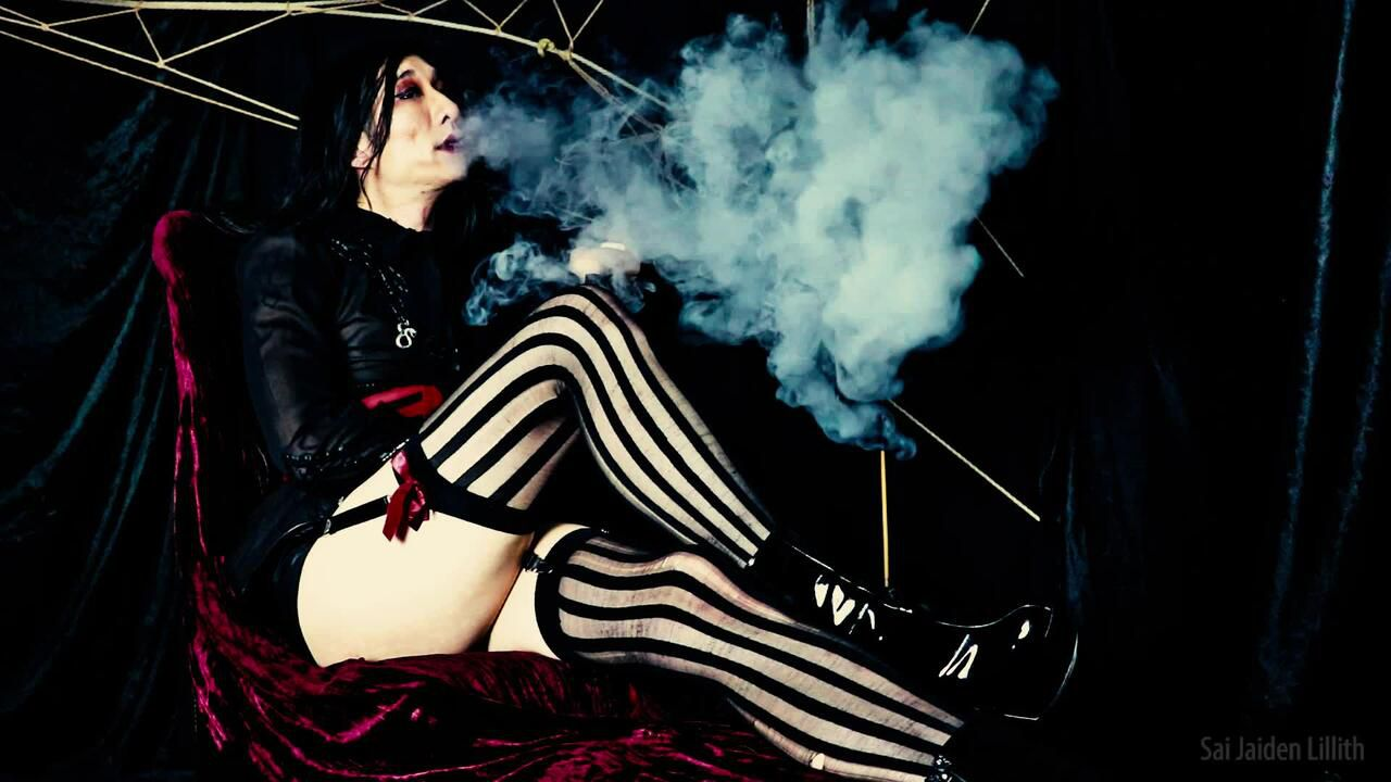 Mistress Lillith - Vaping & Ignored (Solo)