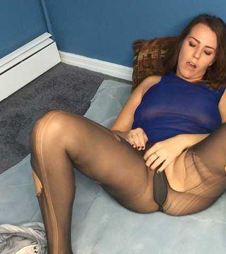 Kinky Amateur Alisha Ripping Her Pantyhose