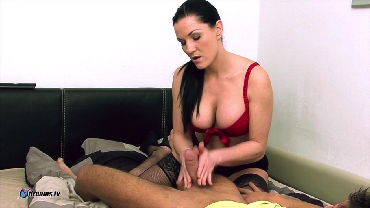 Mia Minimized His Orgasm By Pressing Penis Off