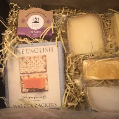 CHEEEEEEESE!!!!!!!<br /><br />Somebody just sent me this mum-to-be cheese box from Milk the Cow…  🥰🥰🥰 <br /><br />It's gonna be a good weekend 🧀
