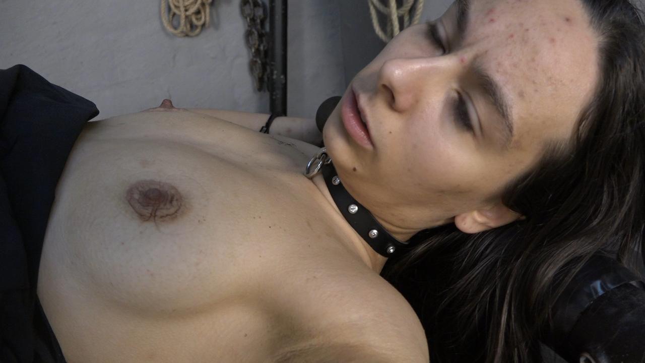 Aijana auf dem Fickmaschinengestell