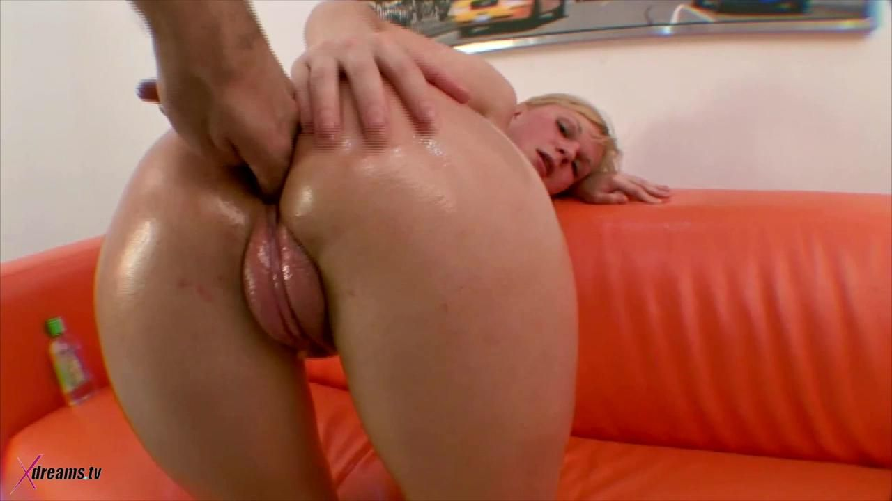 Klara Pumped Up Her Snatch And Get Fucked In The Ass
