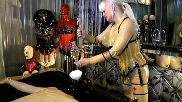 Madame Gillette - Two Rubbertoys to play Part2