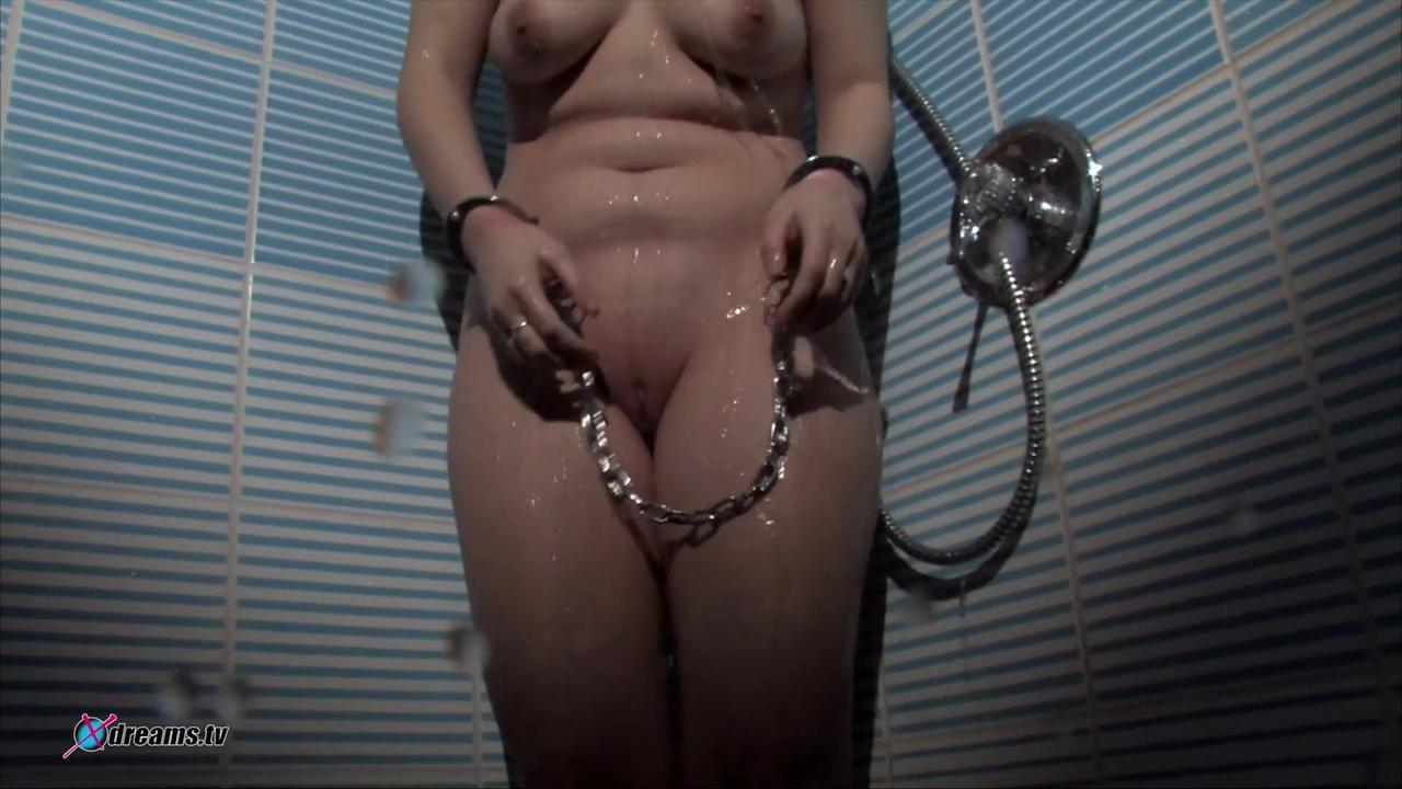 Natalie wird befohlen, zu duschen