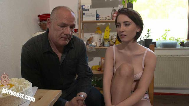 Teen Lia´s Sex-Aufklärung mit Onkel Egon