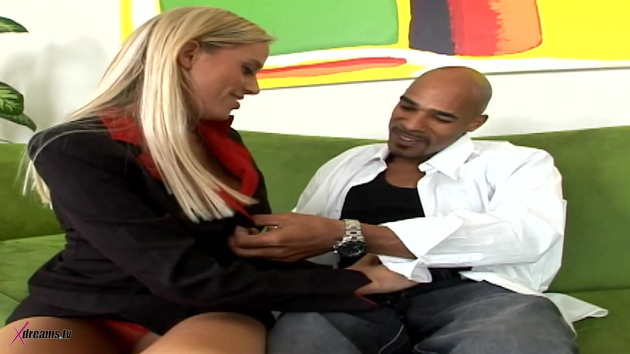 Black & White – Kylie Worthy Outride Down Her Clients Big Black Cock