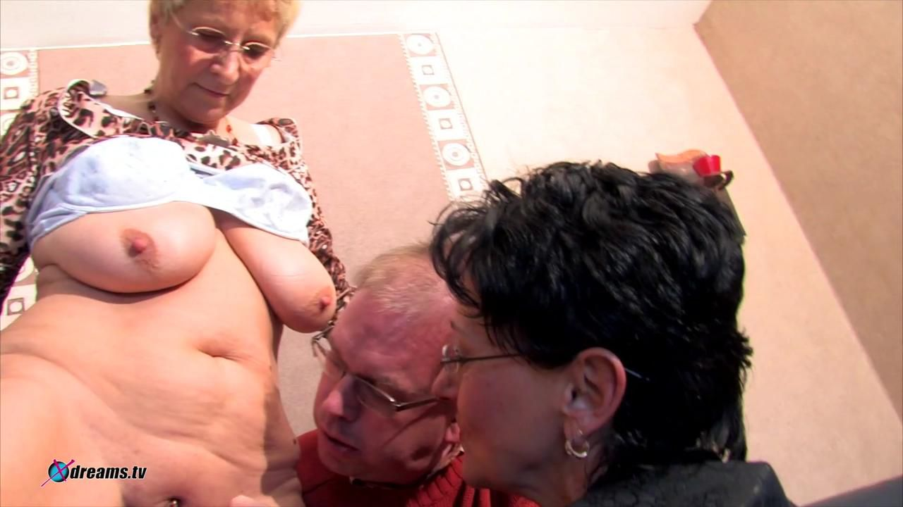 MILF's Threesome Party
