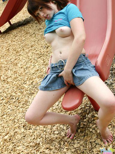 Kinky Florida Amateur Redhead Teen Barbie Upskirts At The Playground