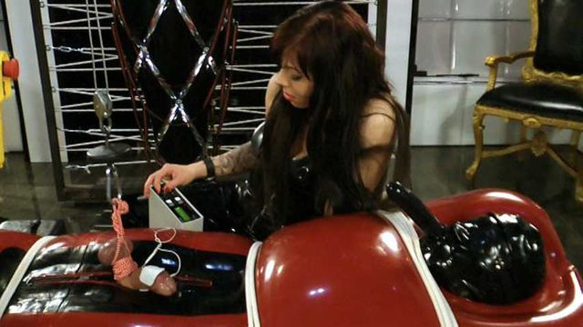 BONUS XMAS UPDATE - Lady Ashley - Lost in a Rubber Jail